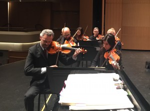 Rehearsing in Chicago (who's that in the back of the section!?) - Provando a Chicago - chi e' in dietro la sezione!?
