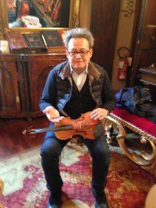 The brilliant luthier Grisales...Il bravissimo liutaio Grisales a Cremona...