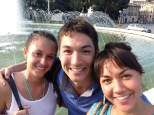 My brother and girlfriend at the Brescia fountain - Il mio fratello e la sua ragazza alla fontana a Brescia